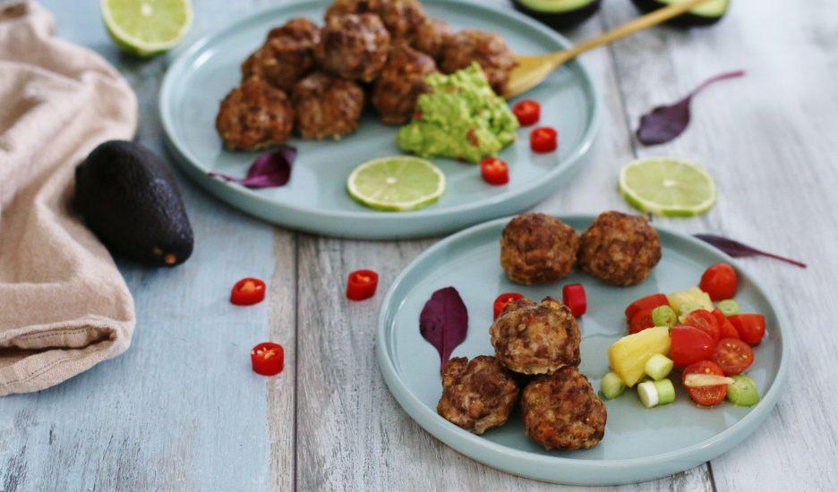 Mexikóskar limekjötbollur með ananassalsa og guacamole